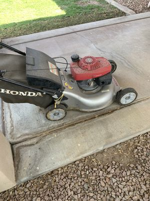 Honda Self Propelled Lawn Mower - Engine is Good - Back Wheels Are Not Good for Sale in Chandler, AZ