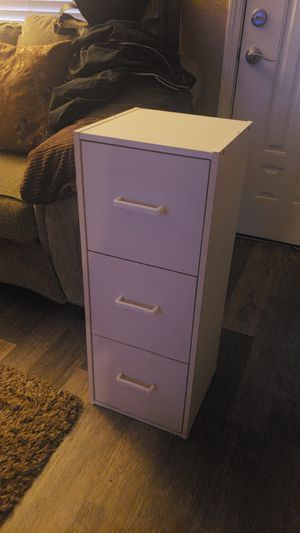 Small 3 drawer unit dresser for Sale in Pittsburg, CA