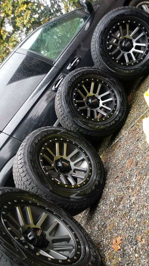 LT275/65R18 wheels/tires 6holes Chevy, Nissan, Toyota for Sale in Vancouver, WA