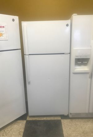 GE Top and Bottom Refrigerator **NEW** for Sale in Hendersonville, NC