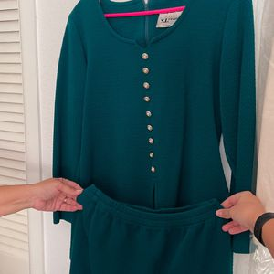 2 Piece Emerald Green Suite Dress Size 10 for Sale in Anaheim, CA