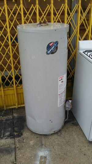 40 galon water heater for Sale in Camden, NJ