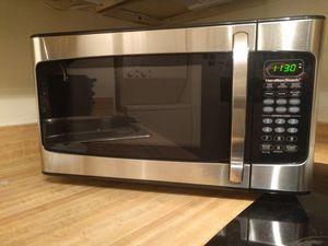 Microwave 1,000 Watts for Sale in Alexandria, VA