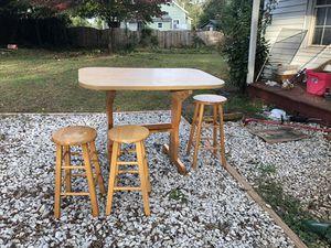 Table and stools for Sale in Easley, SC