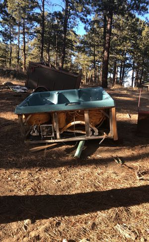 Hot tub/ Jacuzzi for Sale in Evergreen, CO