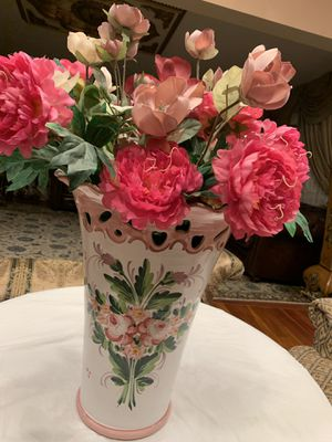 Beautiful large decorations flowers vase with flowers made in Italy for Sale in Queens, NY