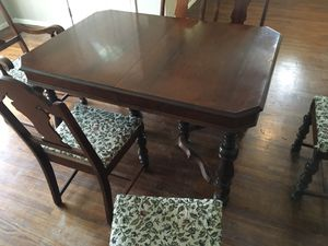 Table @ chairs with hidden leaf for Sale in Whittier, CA
