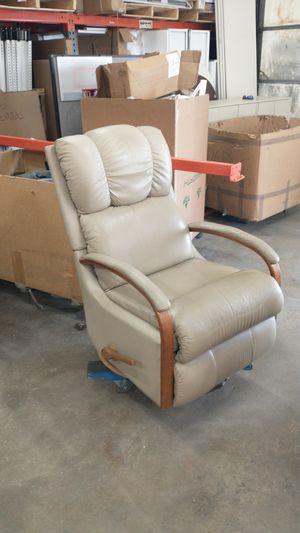 La-Z-Boy recliner chair. Super comfy!! for Sale in Aurora, CO