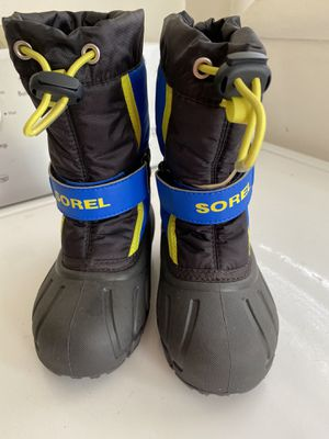 Sorbel kids snow boots size 9 for Sale in Watsonville, CA