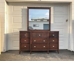 Dresser with mirror for Sale in REDINGTN SHOR, FL
