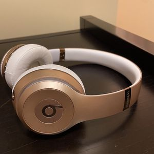Beats Solo 3 Wireless Rose Gold for Sale in Circle Pines, MN