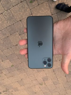iPhone 11 Pro Max unlocked 64gb for Sale in Los Angeles, CA