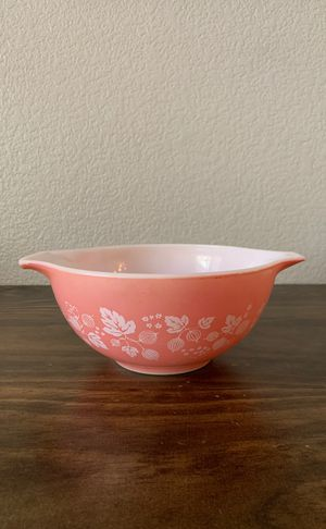 Pyrex 1 1/2 QT Pink Gooseberry mixing bowl for Sale in Highland, CA