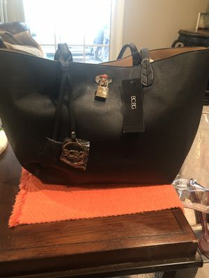 BCBG HOBO BAG BRANDNEW WITH TAGS for Sale in Oxon Hill, MD