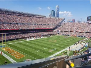 Bears vs. Giants UNITED CLUB 2 tickets FIRST ROW for Sale in Naperville, IL