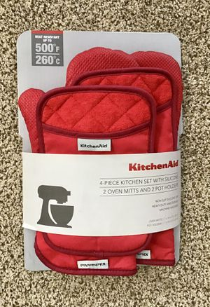 KitchenAid 4 Piece Kitchen Set with Silicone, 2 Oven Mitts & 2 Pot Holders for Sale in Artesia, CA