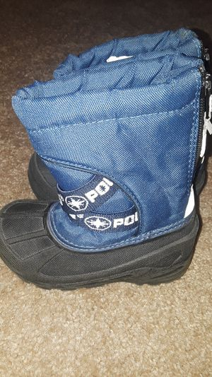 Size 7 infant toddler snow boots for Sale in Surprise, AZ