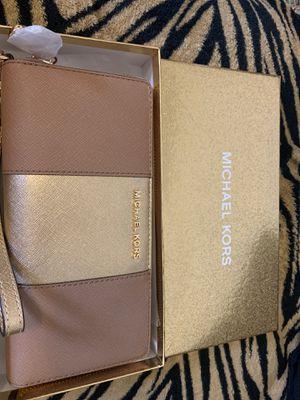 BRAND NEW never worn Michael Kors Wrislet Wallet for Sale in Fresno, CA