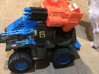 Vintage Battery operated 1991 Hasbro GI JOE 4WD Battle Wagon w Launcher & Missiles for Sale in Riverside,  IL