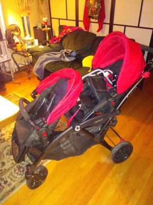 Two seat stroller for Sale in Fort Washington, MD