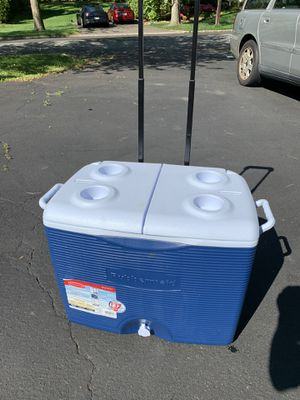 Rubbermaid cooler for Sale in Madison, NJ