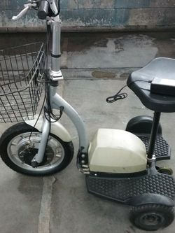 Electric Scooter 36 Volt It Comes With The Charger Just Need New Battery for Sale in Huntington Beach,  CA