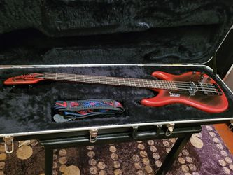1990's GTX BEE ELECTRIC BASS MADE IN KOREA WITH JARD CASE for Sale in Chicago,  IL