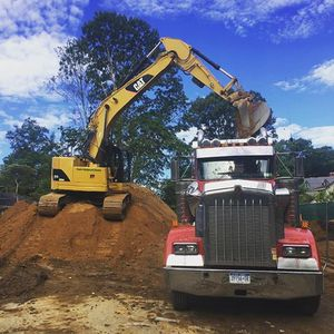 Clean dirt free delivery Free free free 16 ton trucks for Sale in Alexandria, VA