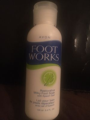 New avon footworks restorative milky foot soak 3.4 fl oz for Sale in El Paso, TX