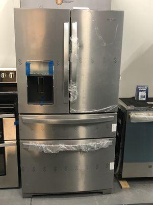 ✨Whirlpool Refrigerator 26 cu. ft. Fingerprint Resistant✨ for Sale in Winter Park, FL