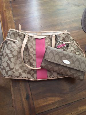 Authentic coach handbag with wallet for Sale in Los Angeles, CA