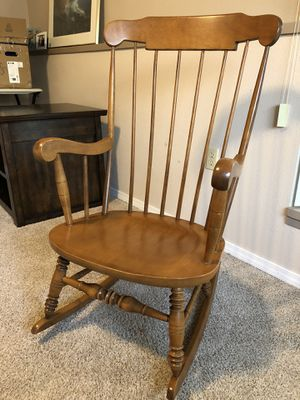 Vintage maple rocker. Great condition. for Sale in Tacoma, WA