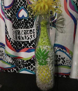 Pineapple bottle decor for Sale in Opa-locka, FL