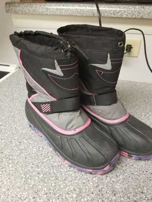 Womens snow boots 5 for Sale in Aurora, CO