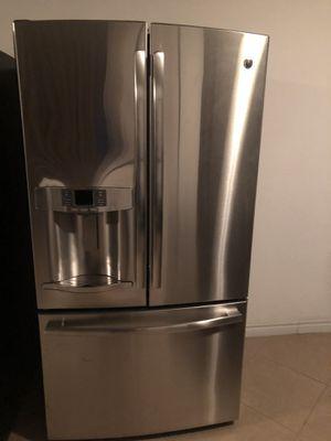 General electric double door fridge for Sale in Las Vegas, NV