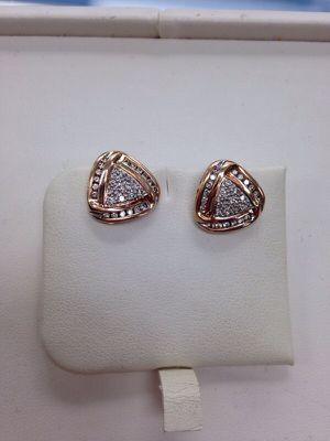 6.2g 14k gold diamond earrings for Sale in Chicago, IL