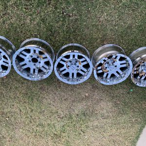17 Inch Moto Metal Off Road Wheels Set Of 5 for Sale in Perris, CA