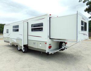 2OO7 5th wheel camper for Sale in Memphis, TN