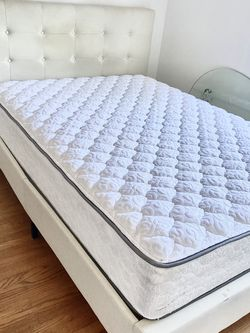 Full sized comfy, EXCELLENT condition bed WITH box spring and cream, quilted headboard! for Sale in Moraga,  CA