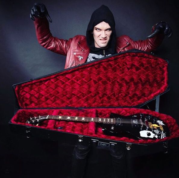 Bass guitar case by Coffin Cases
