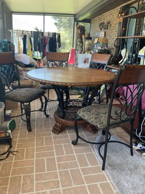 Kitchen table with 4 chairs for Sale in Kissimmee, FL
