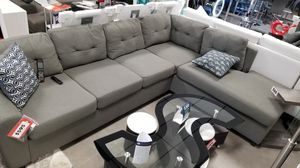 Grey sectional sofa with reversible chaise Grey sofa for Sale in Boca Raton, FL
