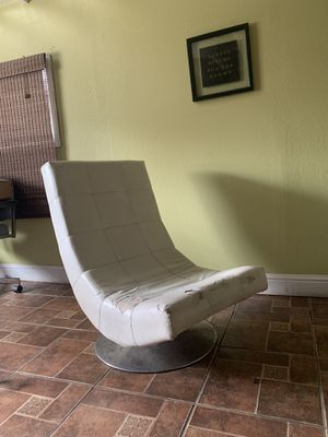 Modern Chair. Silla moderna. for Sale in Reedley, CA