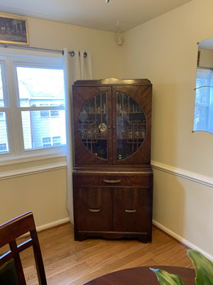 Wooden Gabinete with glass for Sale in Manassas, VA