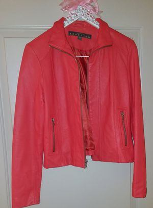 KENNETH COLE REACTION WOMEN'S FRONT ZIP LEATHER JACKET & MATCHING GLOVES for Sale in Dallas, TX