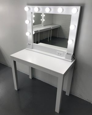 Makeup Vanity Set with Features for Sale in Las Vegas, NV
