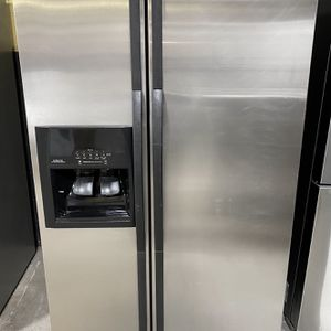 Whirlpool Fridge*FINANCE AVAILABLE for Sale in East Hartford, CT