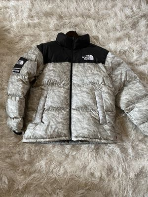 Supreme x TNF the north face Paper Nupste Jacket size large for Sale in View Park-Windsor Hills, CA