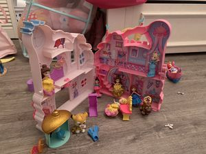 Princess Dolls ser with 6 castles and all princess including rare Milan for Sale in Miami, FL