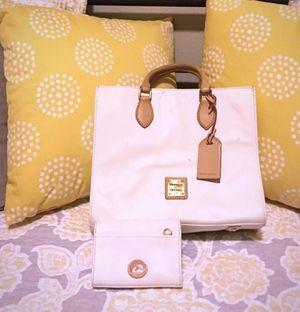 Dooney & Bourke WHITE Handbag and Wristlet for Sale in Mesquite, TX